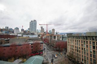 """Photo 10: 606 22 E CORDOVA Street in Vancouver: Downtown VE Condo for sale in """"VAN HORNE"""" (Vancouver East)  : MLS®# R2561471"""