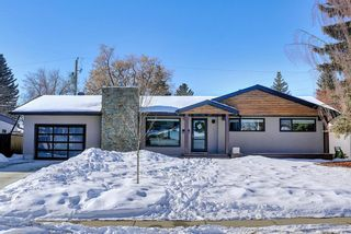 Photo 1: 6439 Laurentian Way SW in Calgary: North Glenmore Park Detached for sale : MLS®# A1071961