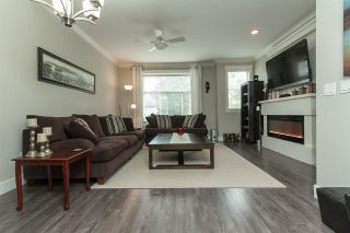"""Photo 2: 11 33860 MARSHALL Road in Abbotsford: Central Abbotsford Townhouse for sale in """"MARSHALL MEWS"""" : MLS®# R2075997"""
