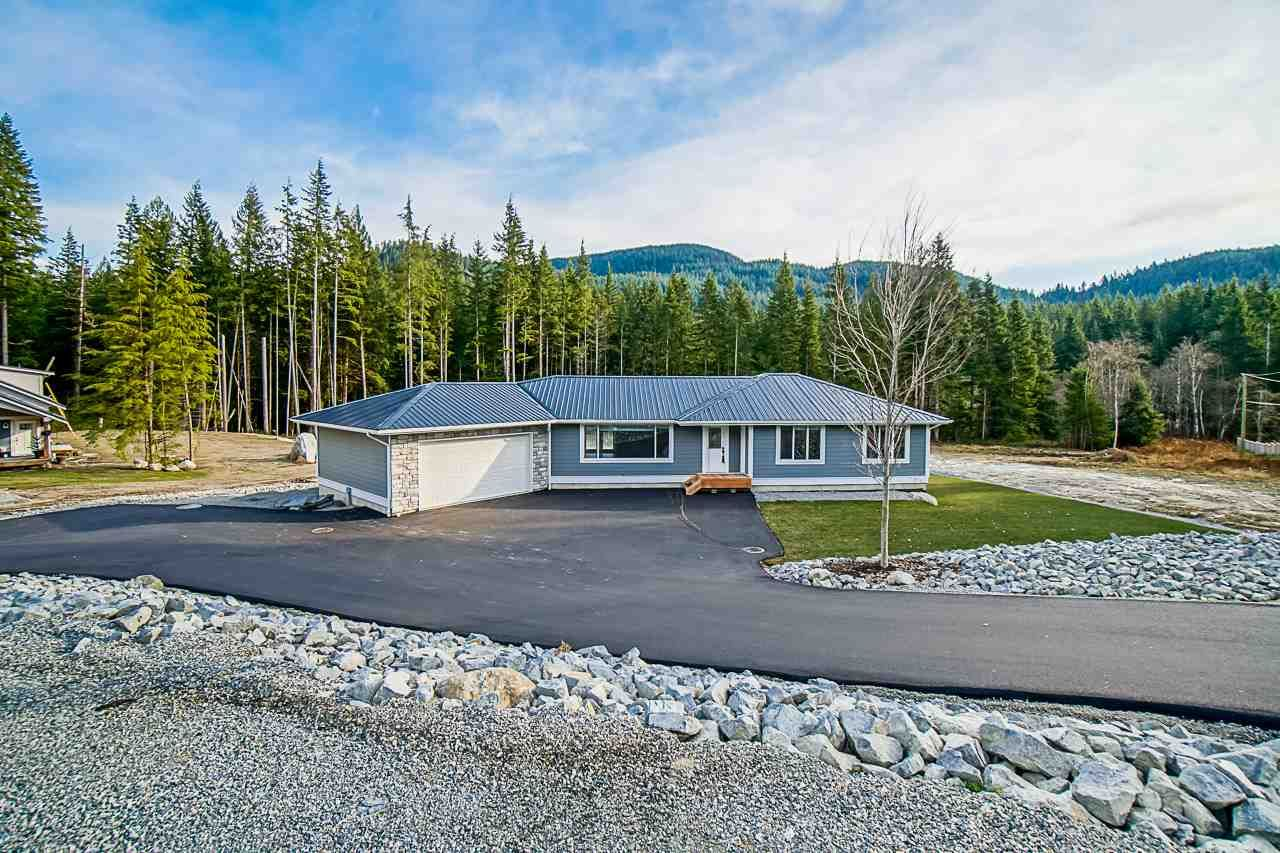 Main Photo: 12775 CARDINAL Street in Mission: Steelhead House for sale : MLS®# R2541316