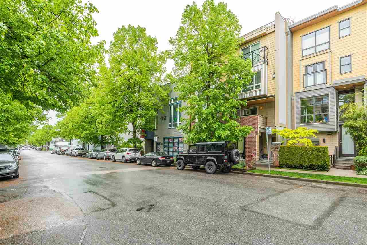 "Main Photo: 202 3736 COMMERCIAL Street in Vancouver: Victoria VE Townhouse for sale in ""ELEMENTS"" (Vancouver East)  : MLS®# R2575720"