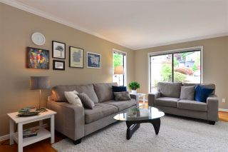 "Photo 2: 11057 WESTRIDGE Place in Delta: Sunshine Hills Woods House for sale in ""Sunshine Village"" (N. Delta)  : MLS®# R2298594"