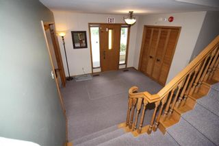 Photo 3: 30 East Gate in Winnipeg: Armstrong's Point Residential for sale (1C)  : MLS®# 202118460