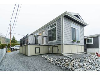 """Photo 3: 94 9950 WILSON Road in Mission: Stave Falls Manufactured Home for sale in """"Ruskin Park"""" : MLS®# R2480233"""