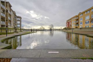 """Photo 2: 111 10 RENAISSANCE Square in New Westminster: Quay Condo for sale in """"MURANO LOFTS"""" : MLS®# R2431581"""