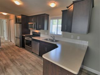 """Photo 5: 22 24330 FRASER Highway in Langley: Otter District Manufactured Home for sale in """"Langley Grove Estates"""" : MLS®# R2390196"""