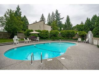 """Photo 2: 40 9101 FOREST GROVE Drive in Burnaby: Forest Hills BN Townhouse for sale in """"ROSSMOOR"""" (Burnaby North)  : MLS®# R2374547"""