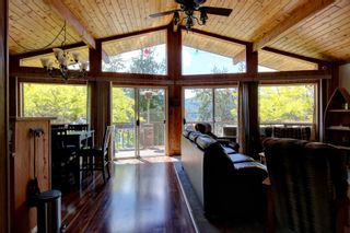 Photo 16: 7633 Squilax Anglemont Road: Anglemont House for sale (North Shuswap)  : MLS®# 10233439