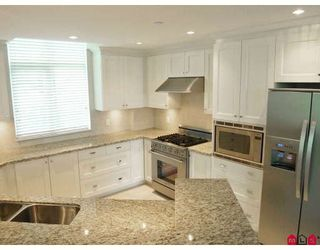 """Photo 9: 204 14824 N BLUFF Road in White_Rock: White Rock Condo for sale in """"BELAIRE"""" (South Surrey White Rock)  : MLS®# F2800783"""