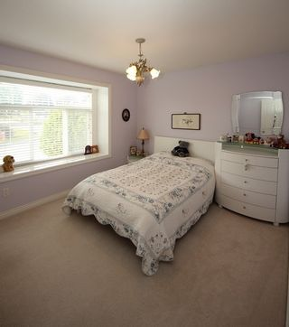 Photo 12: 4292 PARKER Street in Burnaby: Willingdon Heights 1/2 Duplex for sale (Burnaby North)  : MLS®# R2168960