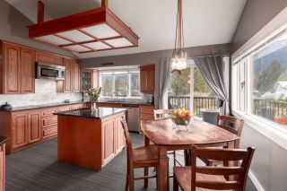 """Photo 11: 41362 DRYDEN Road in Squamish: Brackendale House for sale in """"BRACKENDALE"""" : MLS®# R2539818"""