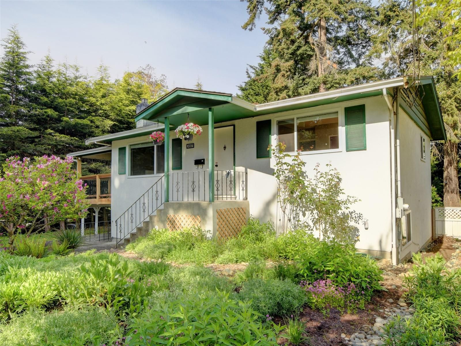 Main Photo: 3007 Selmar Rd in : La Glen Lake House for sale (Langford)  : MLS®# 873718