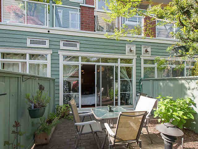 "Photo 2: Photos: 104 2929 W 4TH Avenue in Vancouver: Kitsilano Condo for sale in ""THE MADISON"" (Vancouver West)  : MLS®# V1122128"