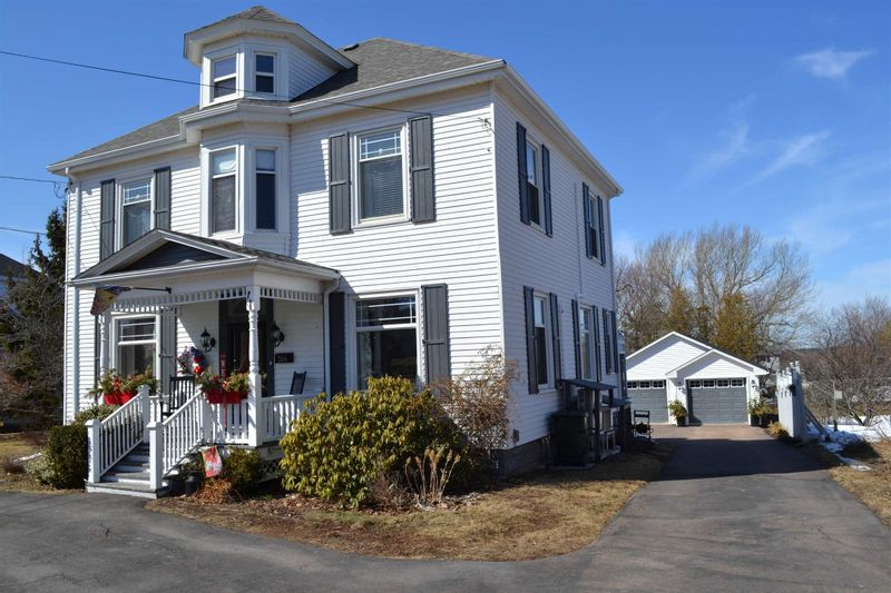 FEATURED LISTING: 204 Victoria Street East Amherst