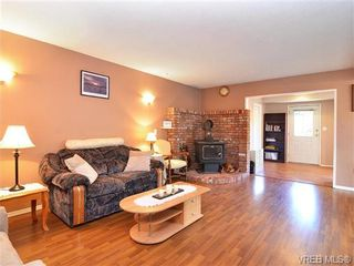 Photo 6: 561B Acland Ave in VICTORIA: Co Wishart North Half Duplex for sale (Colwood)  : MLS®# 642319