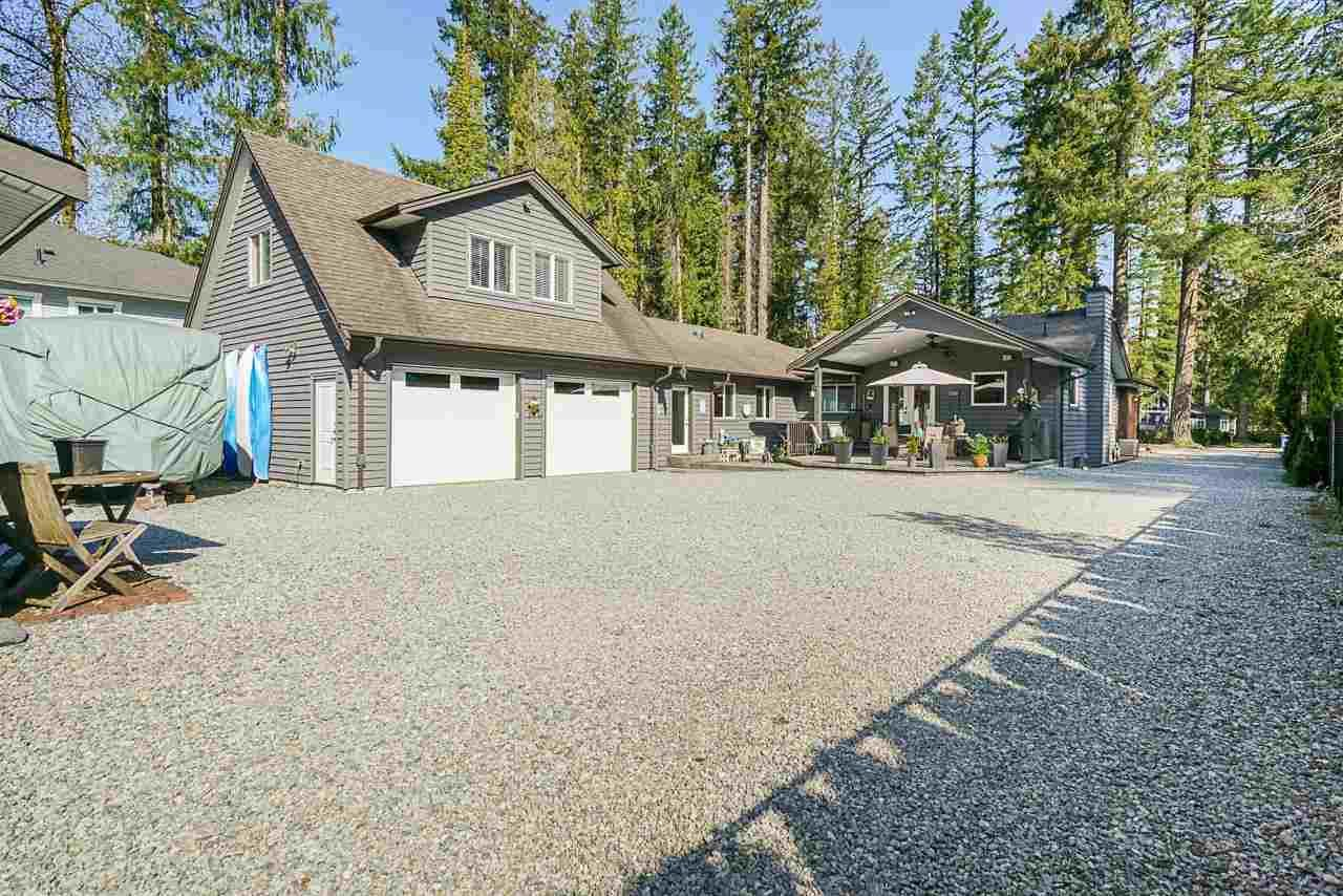 Main Photo: 23532 DOGWOOD Avenue in Maple Ridge: East Central House for sale : MLS®# R2572652