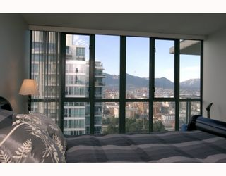 """Photo 8: 1904 1088 QUEBEC Street in Vancouver: Mount Pleasant VE Condo for sale in """"THE VICEROY"""" (Vancouver East)  : MLS®# V754003"""