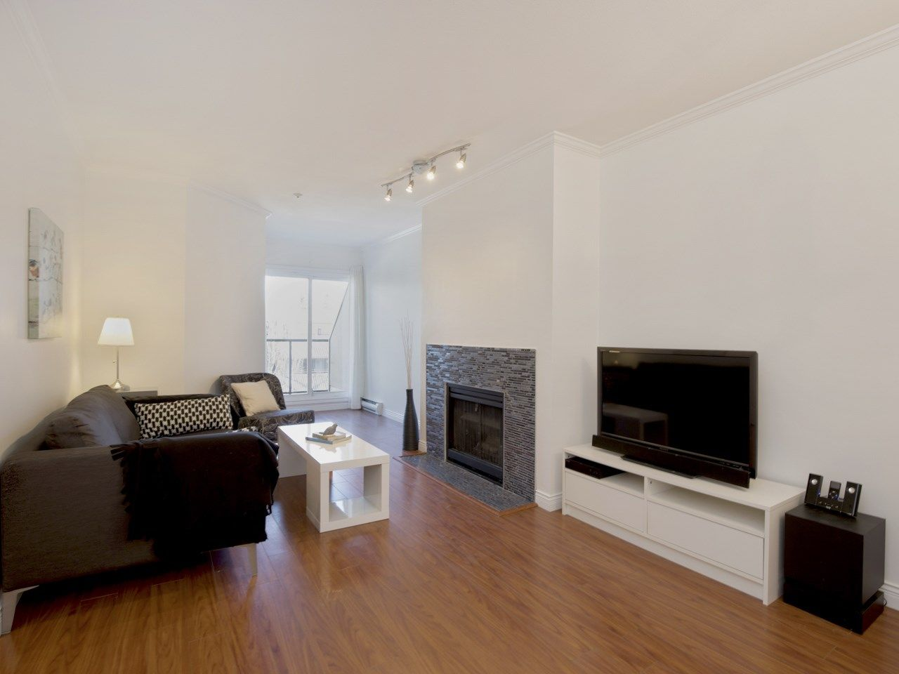 """Main Photo: 307 3638 W BROADWAY Street in Vancouver: Kitsilano Condo for sale in """"CORAL COURT"""" (Vancouver West)  : MLS®# R2354211"""