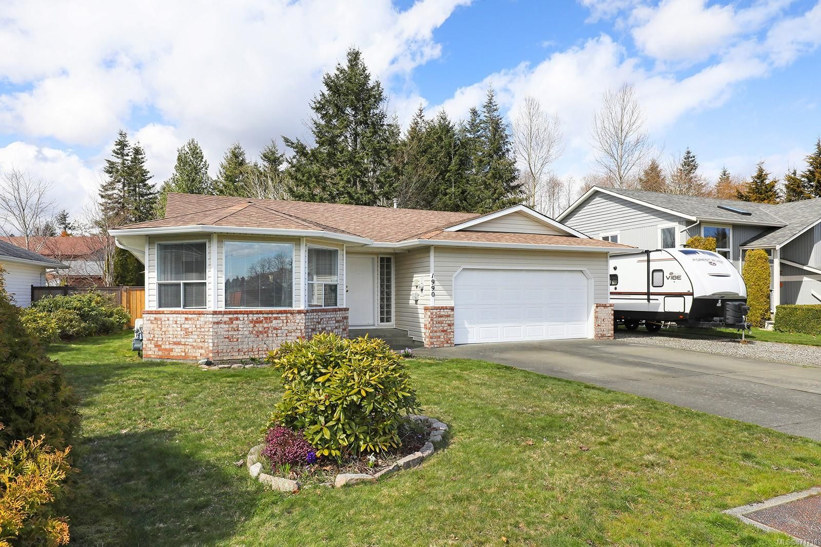 Main Photo: 1990 Valley View Dr in : CV Courtenay East House for sale (Comox Valley)  : MLS®# 871718