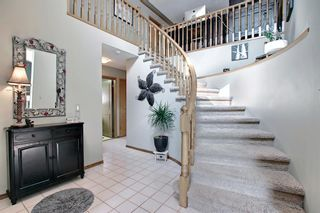 Photo 5: 824 Shawnee Drive SW in Calgary: Shawnee Slopes Detached for sale : MLS®# A1083825
