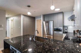 """Photo 2: 206 3142 ST JOHNS Street in Port Moody: Port Moody Centre Condo for sale in """"SONRISA"""" : MLS®# R2602260"""