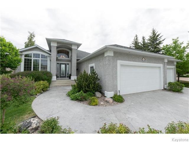 Main Photo: 130 Lindenshore Drive in Winnipeg: River Heights / Tuxedo / Linden Woods Residential for sale (South Winnipeg)  : MLS®# 1613842