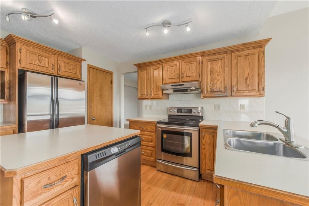 Photo 10: Photos: 2603 SIGNAL RIDGE View SW in Calgary: Signal Hill House for sale : MLS®# C4177922