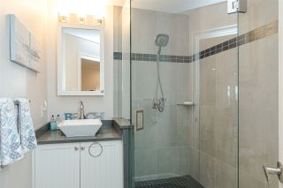 """Photo 15: 11 15563 MARINE Drive: White Rock Condo for sale in """"Oceanview Terrace"""" (South Surrey White Rock)  : MLS®# R2513794"""