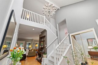Photo 3: 2318 CHANTRELL PARK Drive in Surrey: Elgin Chantrell House for sale (South Surrey White Rock)  : MLS®# R2558616