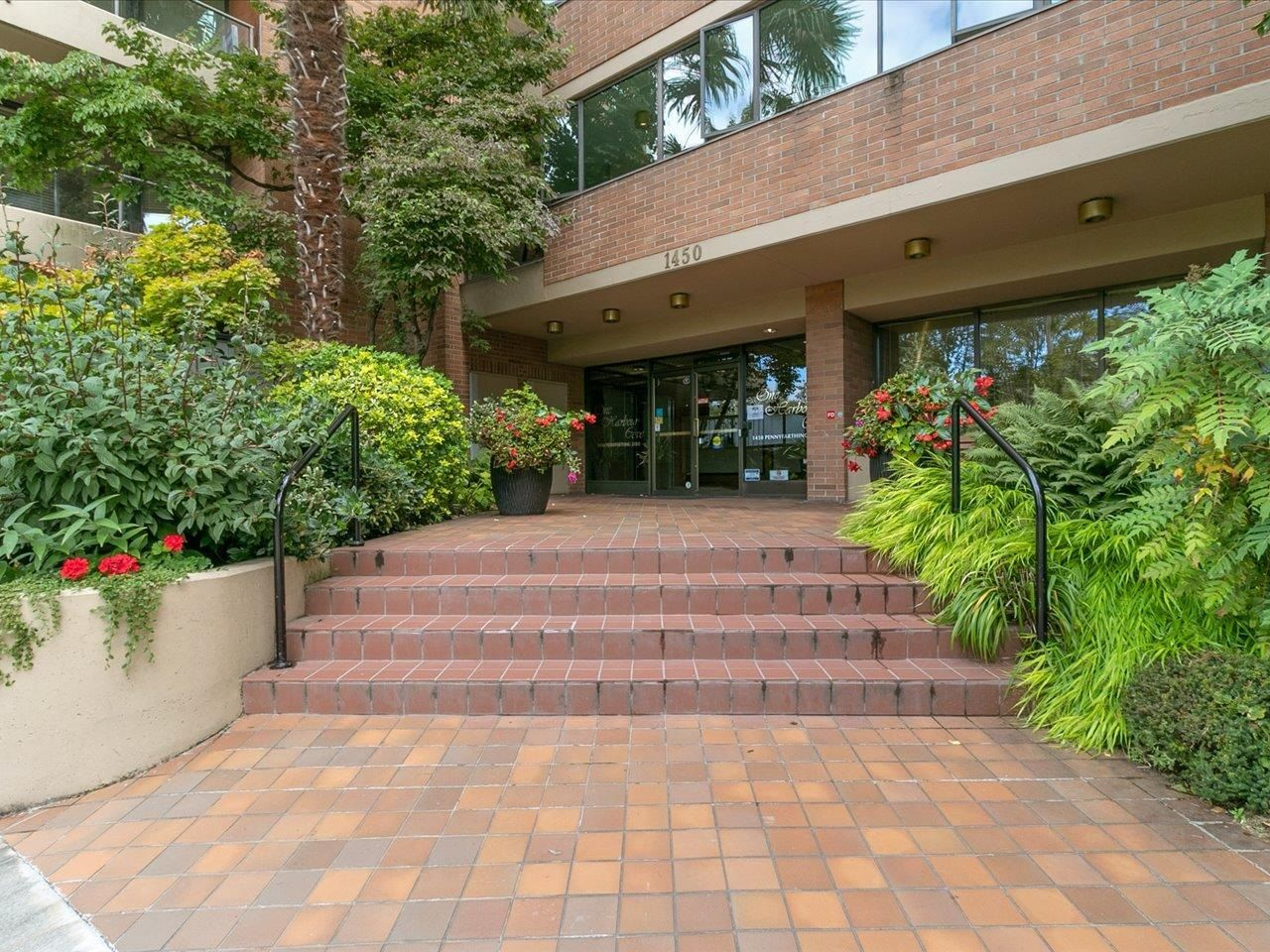 """Main Photo: 601 1450 PENNYFARTHING Drive in Vancouver: False Creek Condo for sale in """"Harbourside Cove"""" (Vancouver West)  : MLS®# R2616143"""