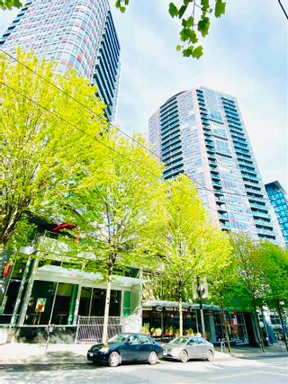 """Photo 2: 1706 233 ROBSON Street in Vancouver: Downtown VW Condo for sale in """"TV Towers"""" (Vancouver West)  : MLS®# R2579637"""