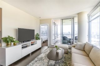 """Photo 3: 1008 1708 COLUMBIA Street in Vancouver: False Creek Condo for sale in """"Wall Centre- False Creek"""" (Vancouver West)  : MLS®# R2560917"""
