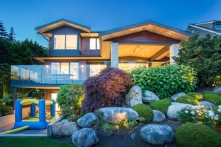 """Photo 1: 2685 LAWSON Avenue in West Vancouver: Dundarave House for sale in """"DUNDARAVE"""" : MLS®# R2616310"""