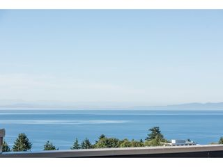 """Photo 35: 807 15111 RUSSELL Avenue: White Rock Condo for sale in """"Pacific Terrace"""" (South Surrey White Rock)  : MLS®# R2481638"""