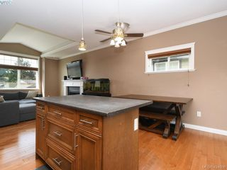 Photo 7: 1284 Kingfisher Pl in VICTORIA: La Langford Lake House for sale (Langford)  : MLS®# 837403