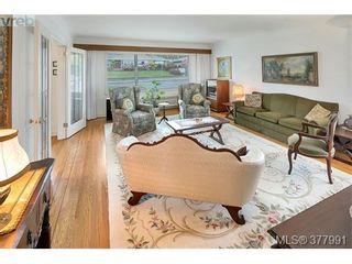 Photo 11: 2025 Lansdowne Rd in VICTORIA: OB Henderson House for sale (Oak Bay)  : MLS®# 759045