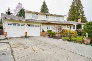 """Photo 3: 5749 189A Street in Surrey: Cloverdale BC House for sale in """"FAIRWAY ESTATES"""" (Cloverdale)  : MLS®# R2545304"""