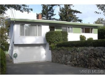 Main Photo: 2882 Wyndeatt Ave in VICTORIA: SW Gorge House for sale (Saanich West)  : MLS®# 516813