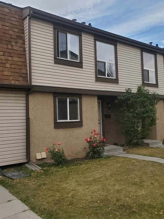 Main Photo: 14 2727 Rundleson Road NE in Calgary: Rundle Row/Townhouse for sale : MLS®# A1054075