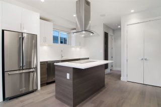 Photo 3: 2 220 W 18TH Street in North Vancouver: Central Lonsdale 1/2 Duplex for sale : MLS®# R2000780