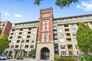 """Photo 2: 805 2799 YEW Street in Vancouver: Kitsilano Condo for sale in """"TAPESTRY AT ARBUTUS WALK"""" (Vancouver West)  : MLS®# R2481929"""