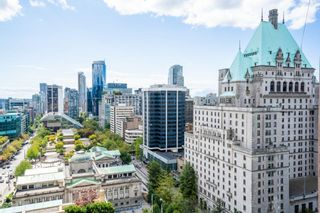 """Photo 14: 1902 667 HOWE Street in Vancouver: Downtown VW Condo for sale in """"PRIVATE RESIDENCES AT HOTEL GEORGIA"""" (Vancouver West)  : MLS®# R2615132"""