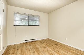 "Photo 18: 10537 HOLLY PARK Lane in Surrey: Guildford Townhouse for sale in ""Holly Park"" (North Surrey)  : MLS®# R2438495"