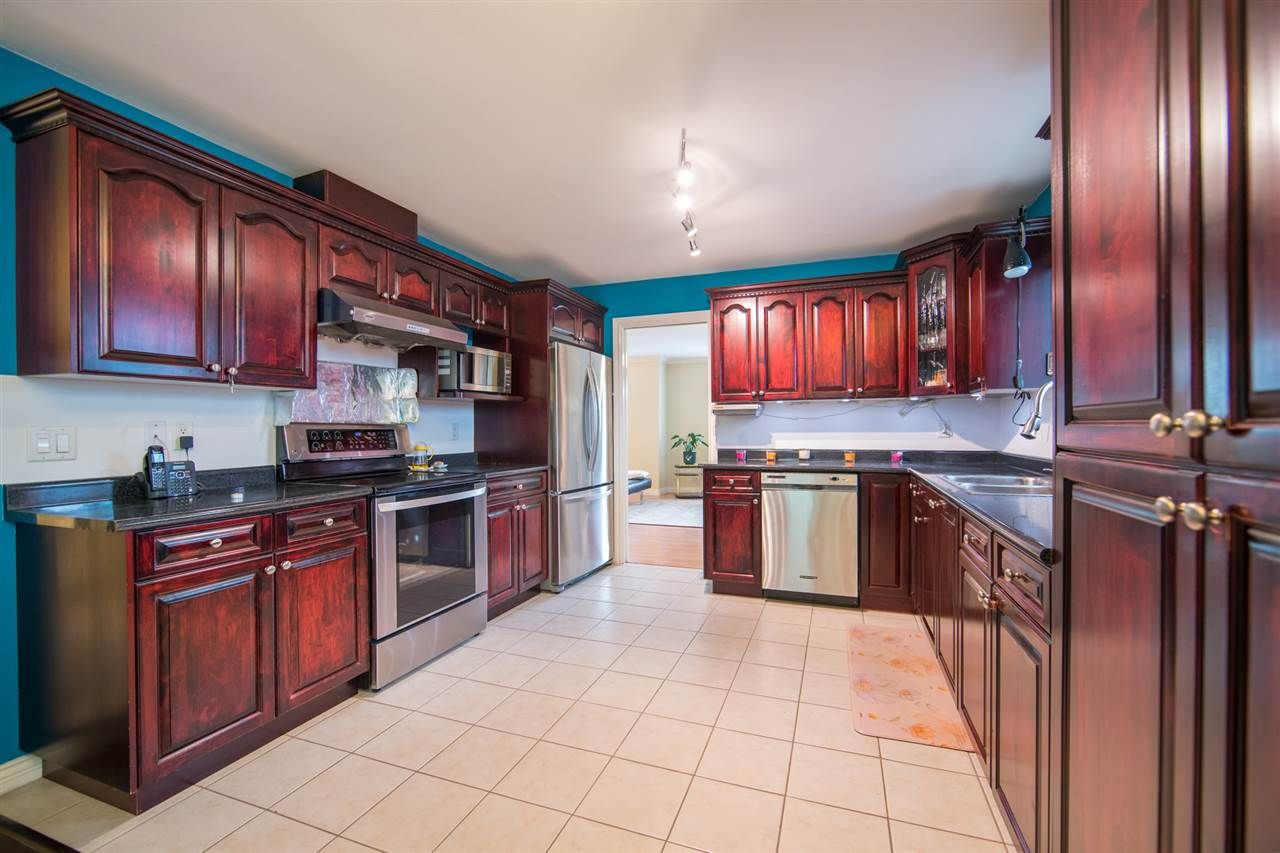Photo 5: Photos: 2403 DAWES HILL Road in Coquitlam: Coquitlam East House for sale : MLS®# R2197337