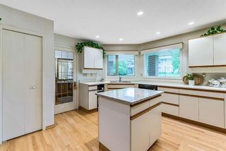 Photo 14: 20 140 STRATHAVEN Circle SW in Calgary: Strathcona Park Semi Detached for sale : MLS®# C4306034