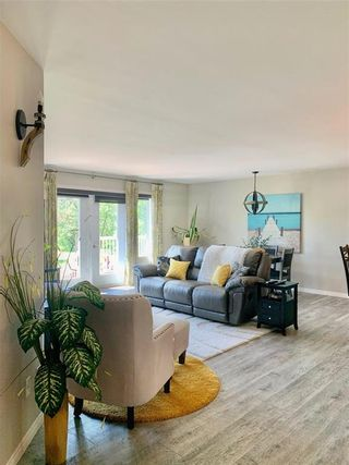 Photo 13: 214 Campbell Avenue West in Dauphin: Dauphin Beach Residential for sale (R30 - Dauphin and Area)  : MLS®# 202115875