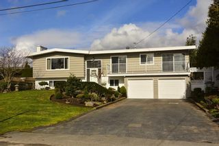 Main Photo: 14495 MANN PARK Crescent: White Rock House for sale (South Surrey White Rock)  : MLS®# R2604561