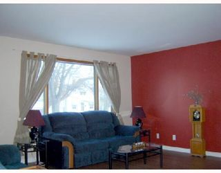 Photo 4: 280 INGLEWOOD Street in WINNIPEG: St James Residential for sale (West Winnipeg)  : MLS®# 2803532
