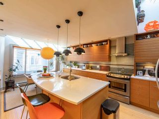 """Photo 15: 1674 ARBUTUS Street in Vancouver: Kitsilano Townhouse for sale in """"Arbutus Court"""" (Vancouver West)  : MLS®# R2561294"""