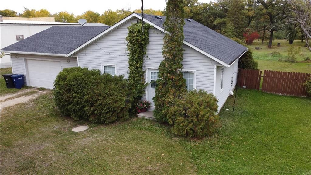 Main Photo: 84 Main Street South in Kleefeld: R16 Residential for sale : MLS®# 202023804